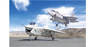 ITALERI X-32A + X-35B Test Fighter 1:72 Kit Plas..