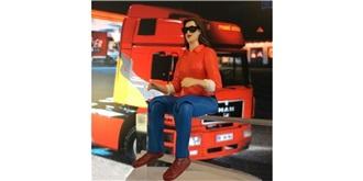 LKW Fahrerfigur Frau m Sonnenbrille 1:14